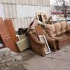 Увезти старую мебель.  утилизация хлама.  вывоз мусора.